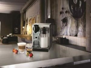 DeLonghi America Lattissima Pro Original Espresso Machine with Milk Frother